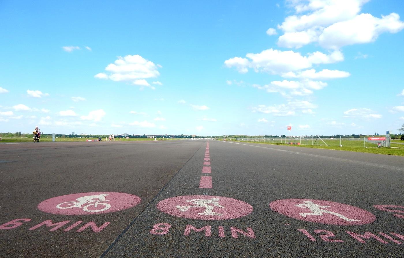 Berlin günstig erkunden: Tempelhofer Feld