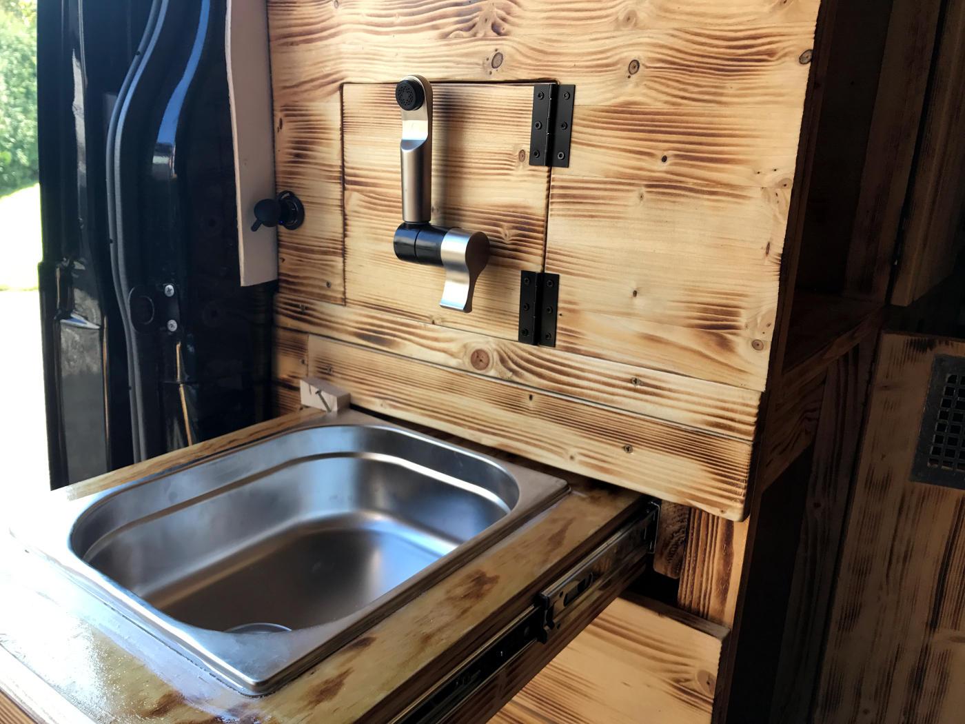 Spülbecken ausziehbar Schublade Selbstausbau Campervan Van Camper Holz
