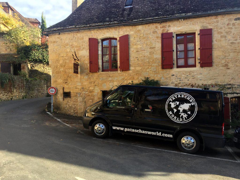 Patascha Campervan Wohnmobil Stellplatz park4night Les plus beaux villages de France die schönsten Dörfer Frankreichs Frankreich Roadtrip Spanien vanlife freiheitsmobile Reiseblogger Luxemburg