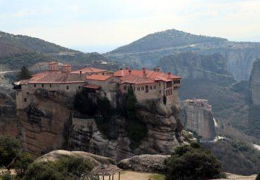 Griechenland Meteora Unesco Roadtrip Wohnmobil Vanlife wandern Informationen Öffnungszeiten Tour Klöster schwebende Felsenklöster Panorama Strasse Stellplatz Camping James Bond Frauenkloster Athos Patascha