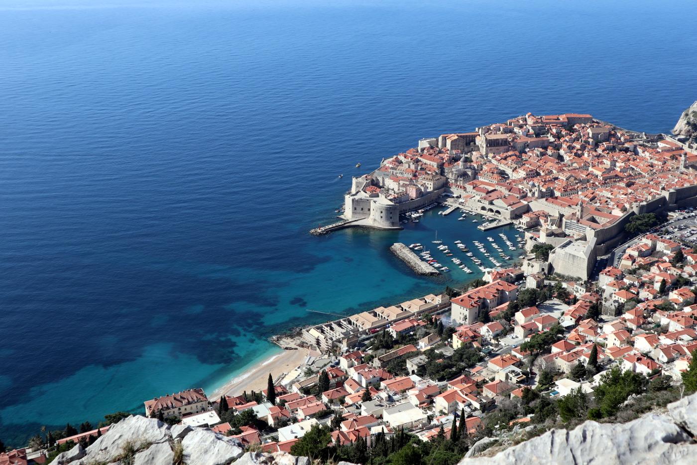 Patascha's World Patascha Roadtrip Adria Magistrale Kroatien Dubrovnik Sehenswürdigkeiten mit dem Camper Wohnmobil durch Vanlife Stellplatz Campingplatz park4night wildcampen freistehen öffnungszeiten Informationen UNESCO Sightseeing Küstenstrasse Küstenort Freiheitsmobile Reiseblog Youtube